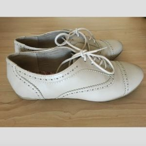 ALDO Oxford perforated women's shoe